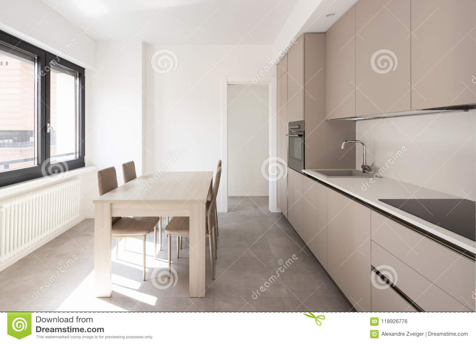 Cocina mínima en un apartamento moderno