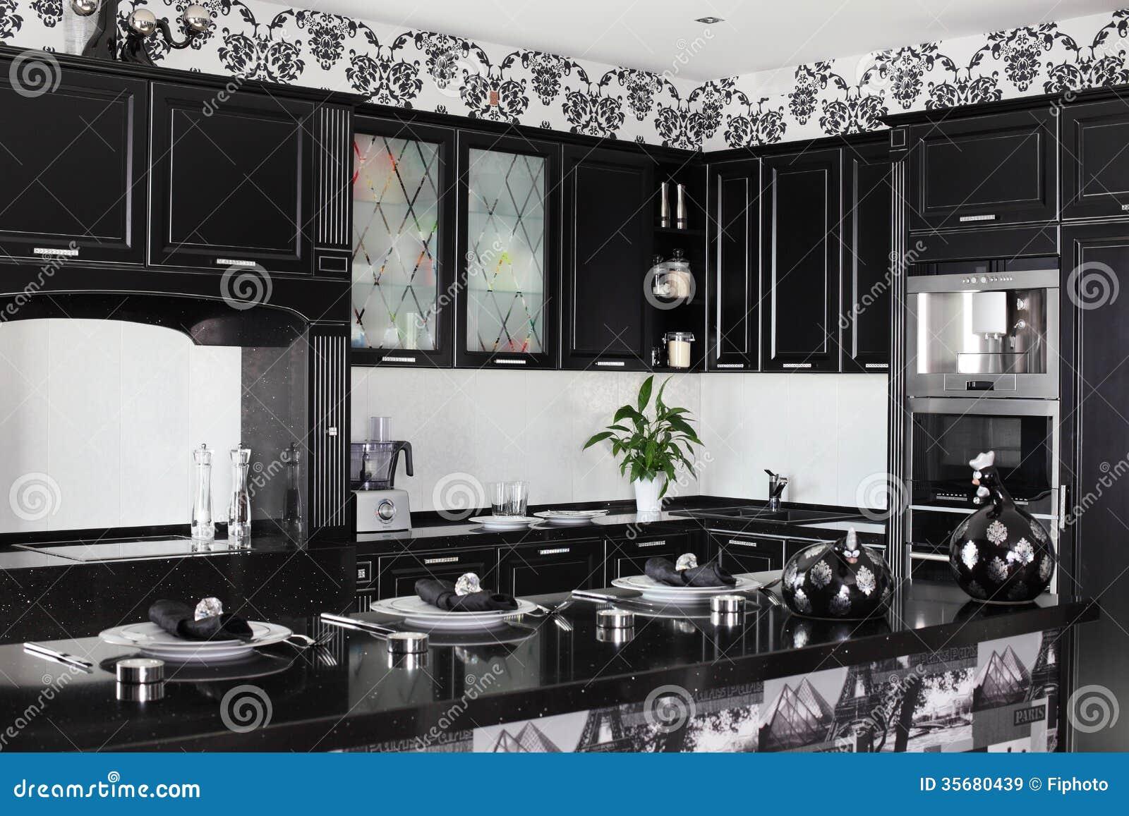 Cocina Moderna Blanco Y Negro Con Muebles Elegantes Imagen ...
