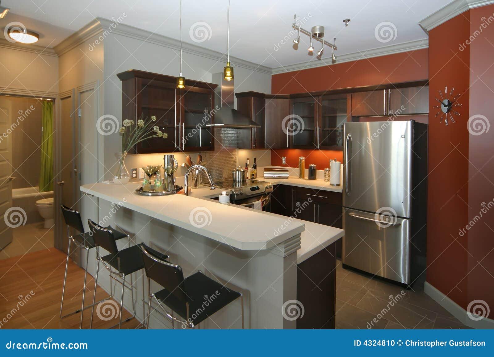 Cocina moderna con rea de la barra foto de archivo for Barras modernas para living