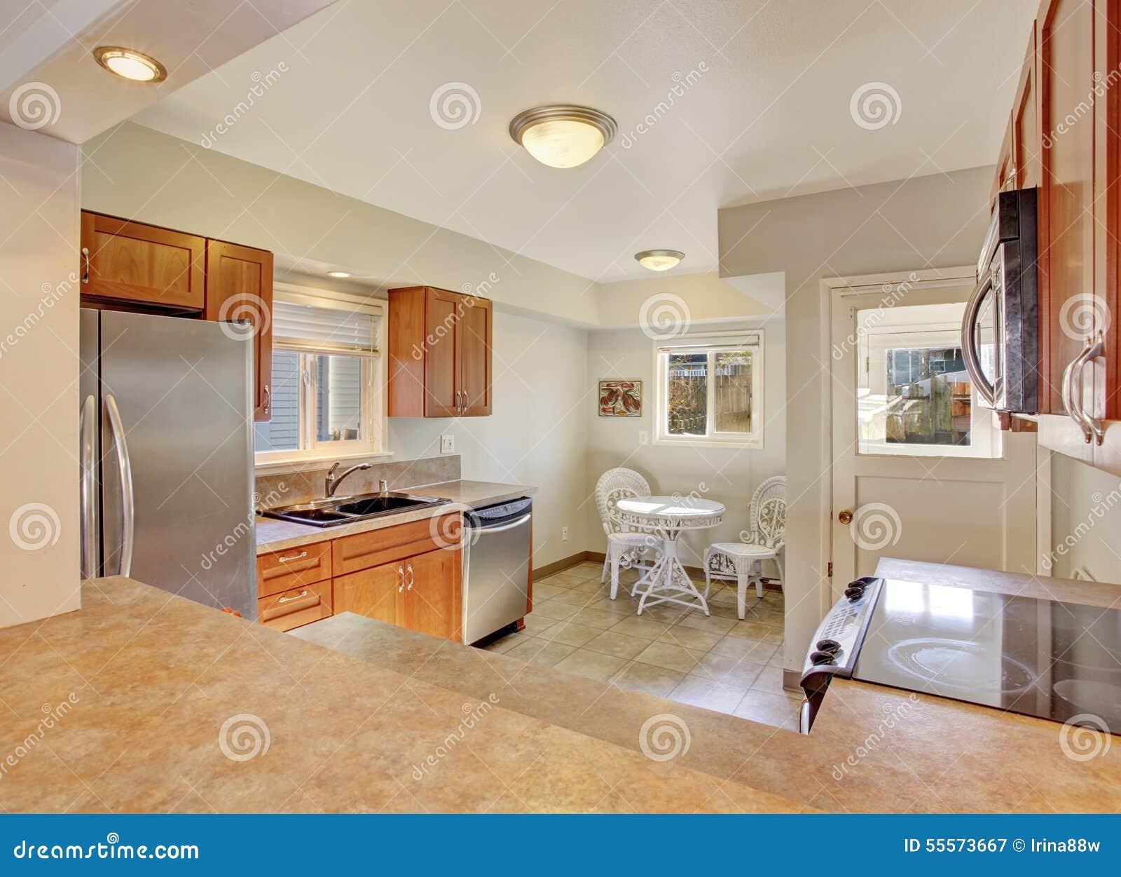 Cocina moderna con el suelo de azulejo imagen de archivo imagen 55573667 - Suelos para cocinas modernas ...