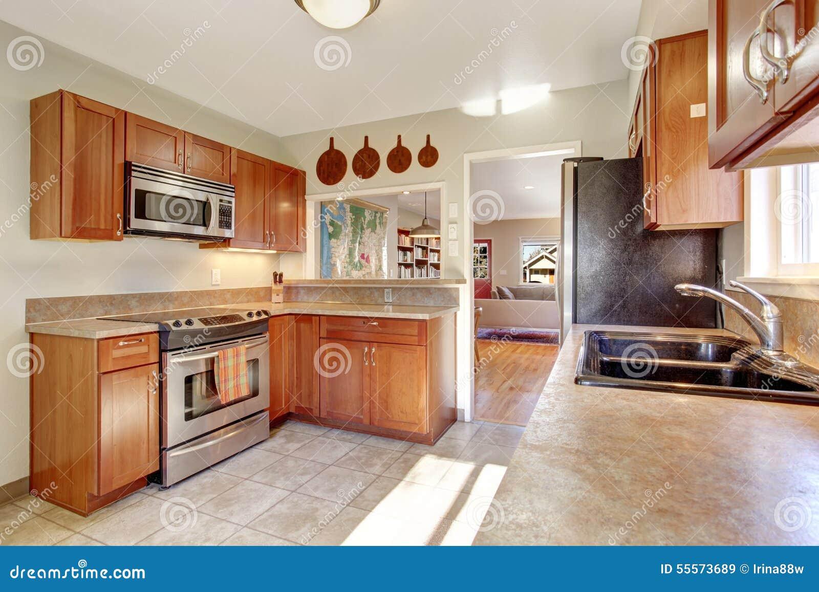 Cocina moderna con el suelo de azulejo foto de archivo imagen 55573689 - Suelos para cocinas modernas ...