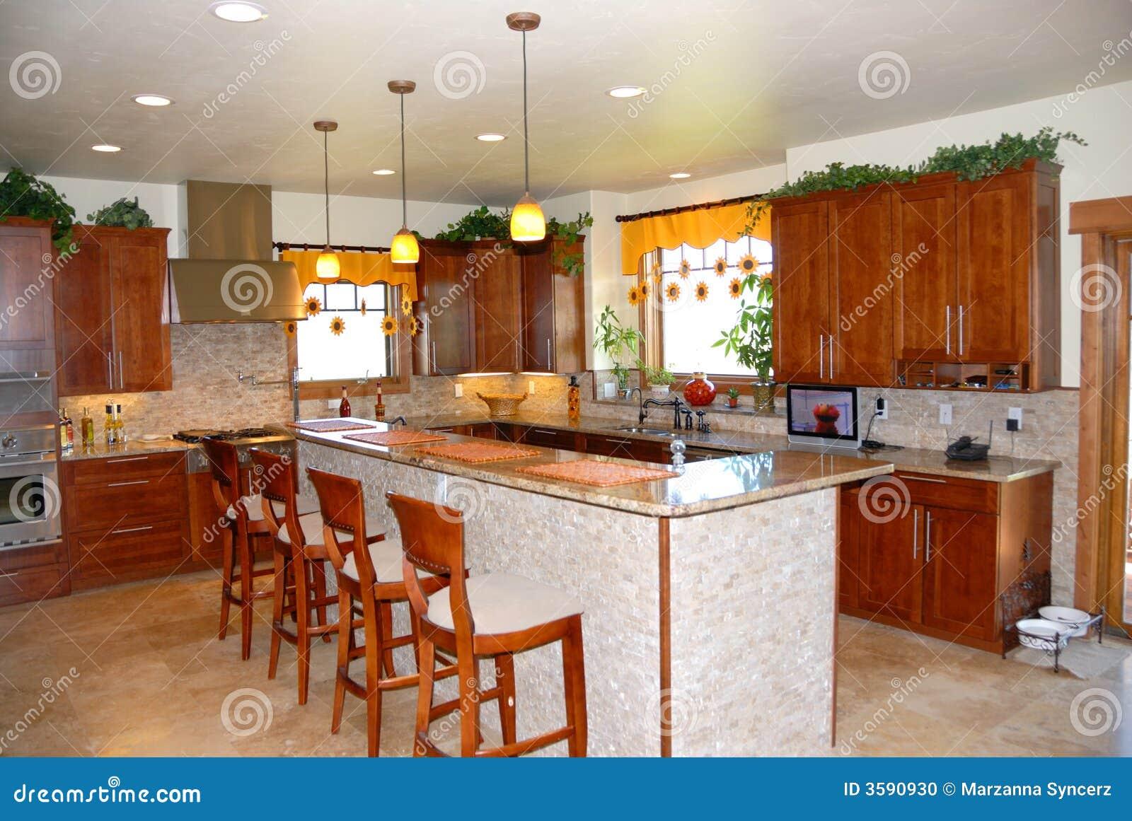 Cocina moderna con la barra del almuerzo foto de archivo for Barras modernas