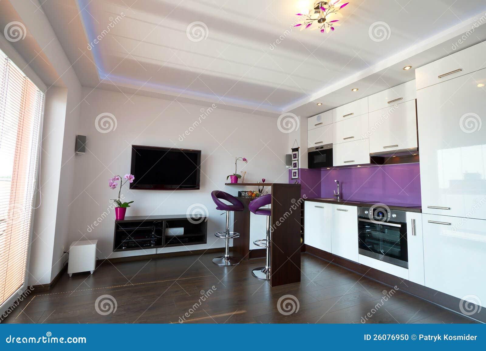 Cocina moderna con la sala de estar foto de archivo for Sala de estar estancia cocina abierta