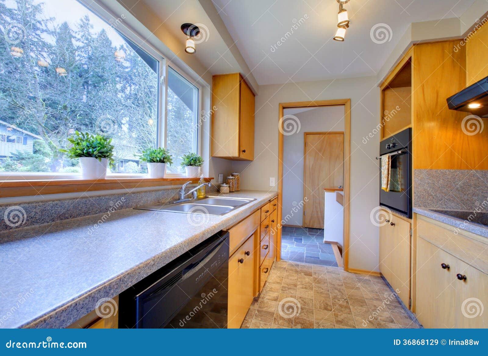 Cocina moderna con la ventana ancha imagen de archivo - La cocina moderna ...