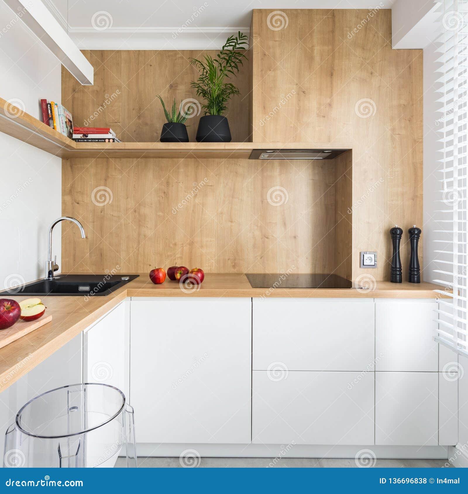 Cocina Moderna Con Muebles De Madera Foto De Archivo Imagen De