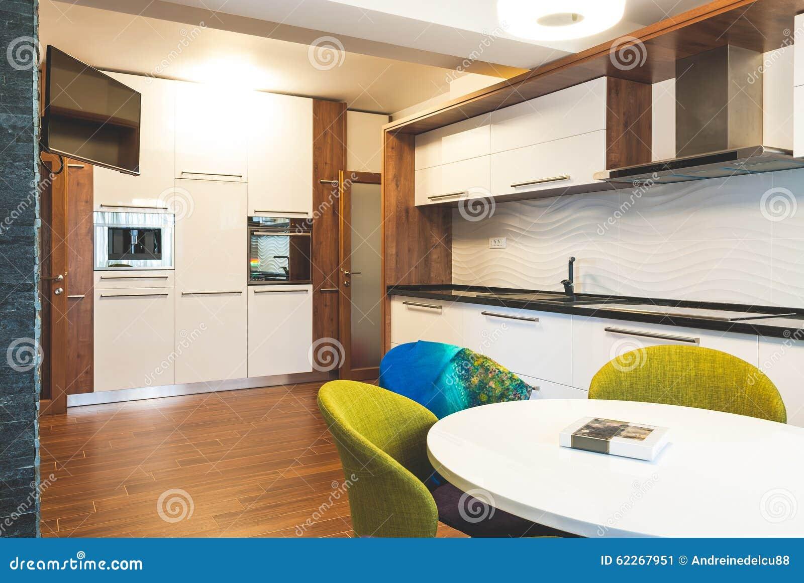 Cocina moderna del interior de la casa foto de archivo for Interior cocinas modernas