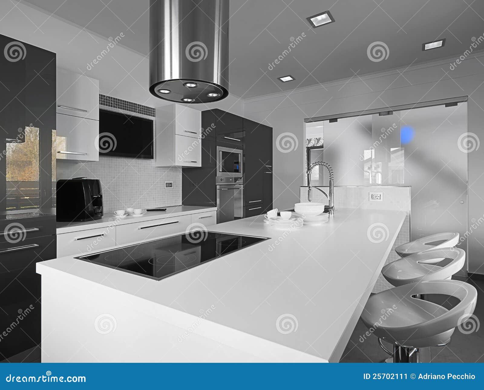 Cocina moderna en un blanco y negro imagen de archivo - Cocina blanca y suelo gris ...