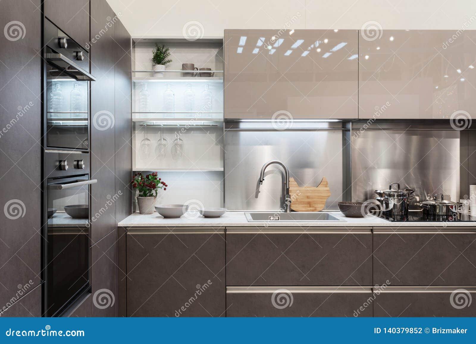 Cocina Moderna Ligera Interior Con Nuevos Muebles Foto de ...