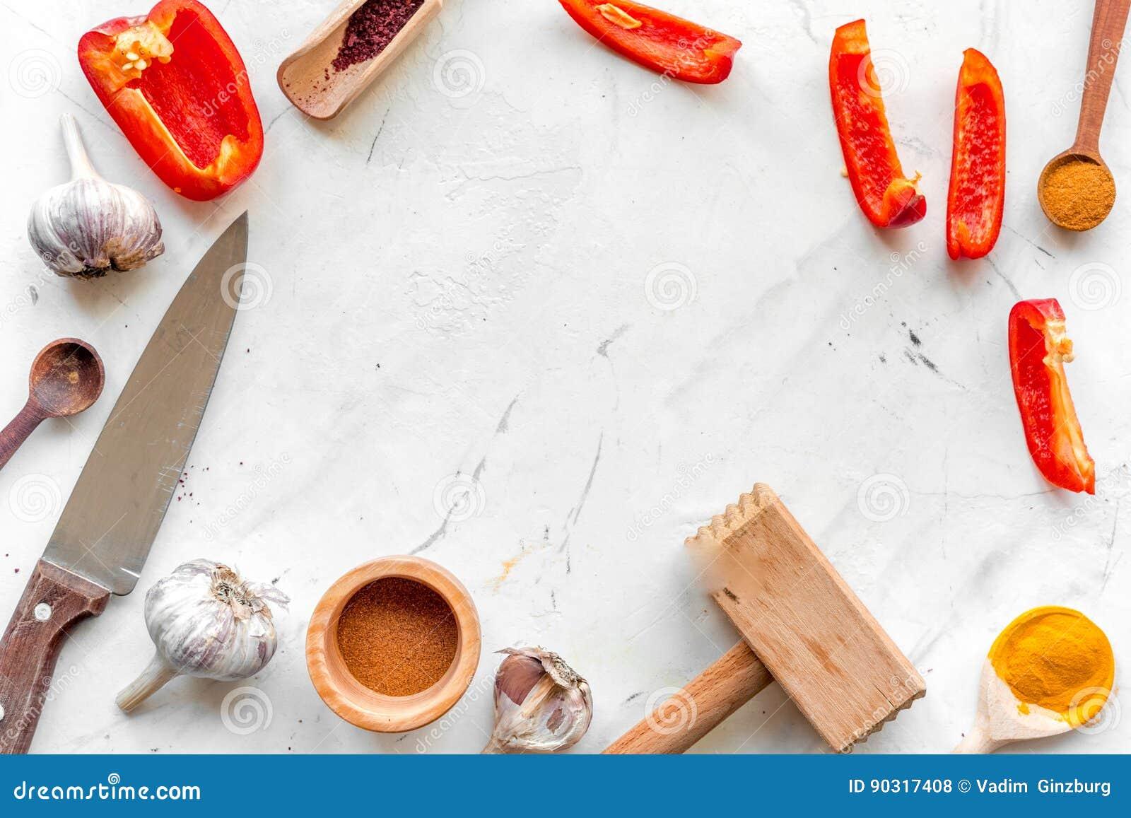 Cocina Profesional Con Las Especias Para El Cocinero En La Maqueta ...