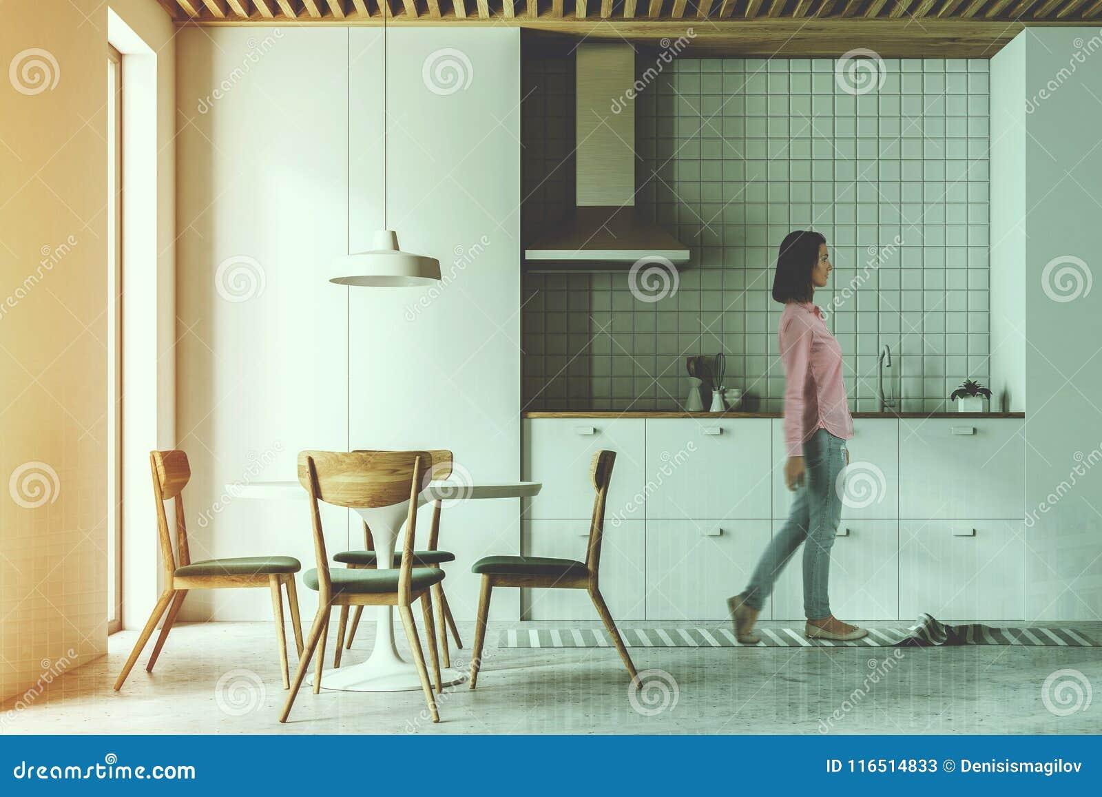 Cocina, Sillas Modernas Y Tabla Blancas Entonadas Imagen de ...