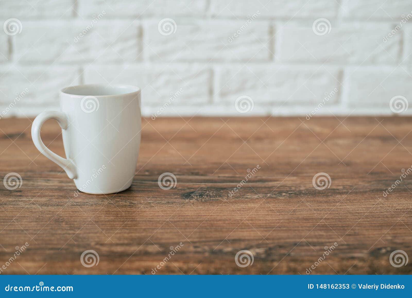 Cocina Una taza en una silla de madera