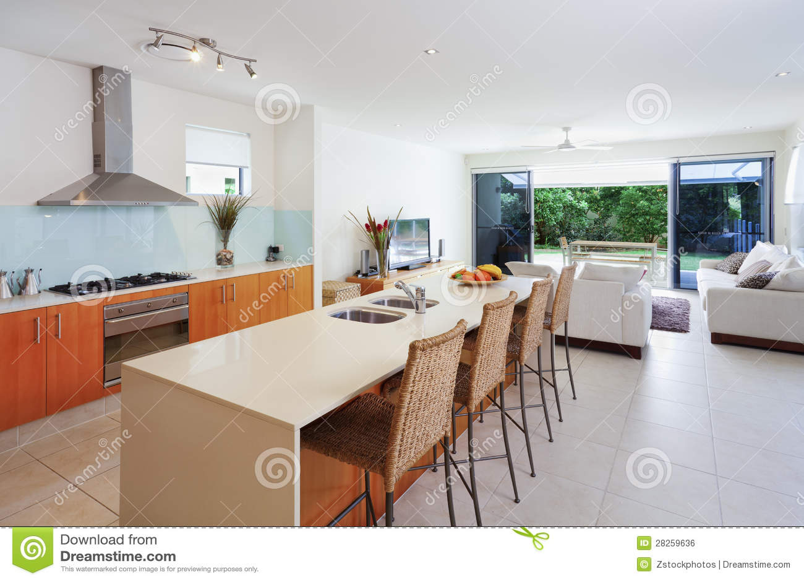 Cocina y sala de estar modernas foto de archivo imagen for Cocina de planta abierta sala de estar