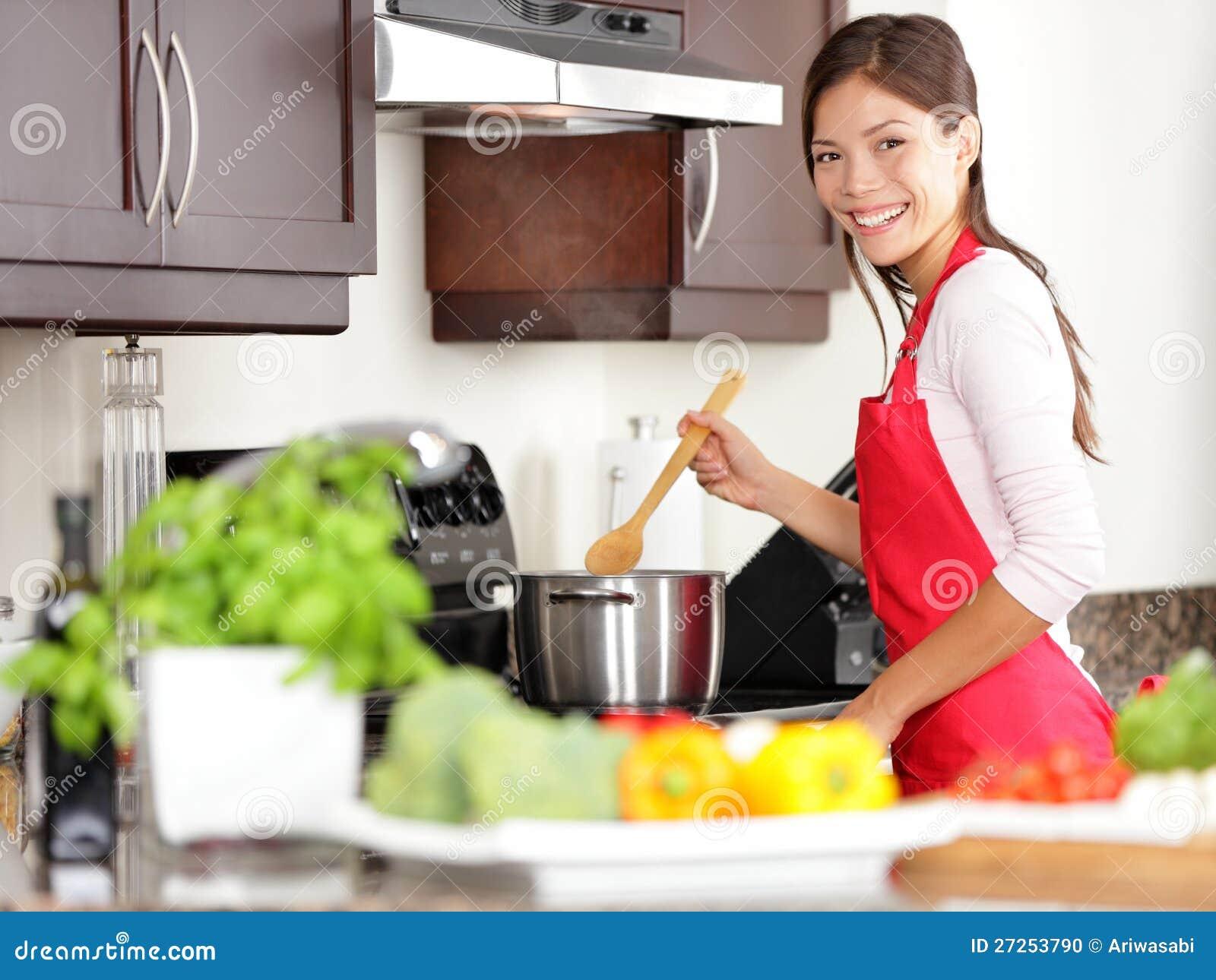 Cocinar a la mujer en cocina foto de archivo imagen de retrato delantal 27253790 - Cocinas de cocinar ...