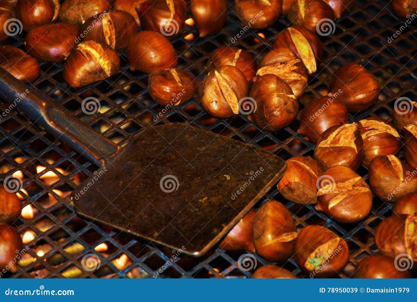 Cocinar Castañas | Cocinar Las Castanas Fritas Imagen De Archivo Imagen 78950039