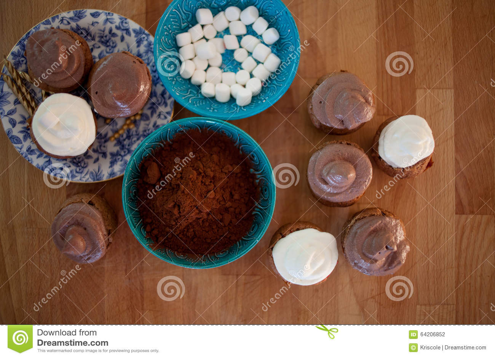 Cocinar las magdalenas, los molletes y una placa de