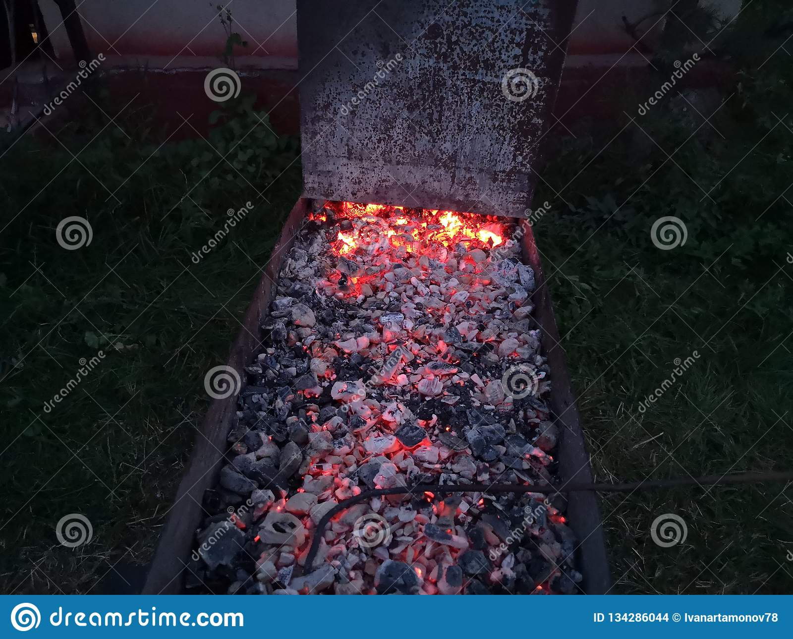 Cocinar los carbones para un buen kebab