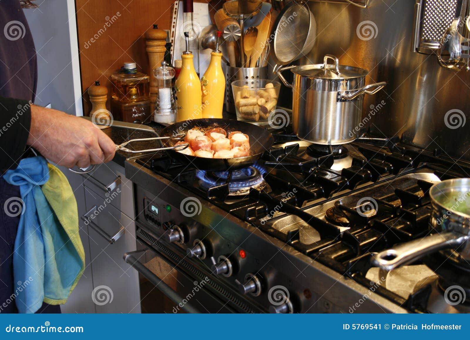 Cocinar una cena gastr noma imagen de archivo imagen for Cenas sin cocinar