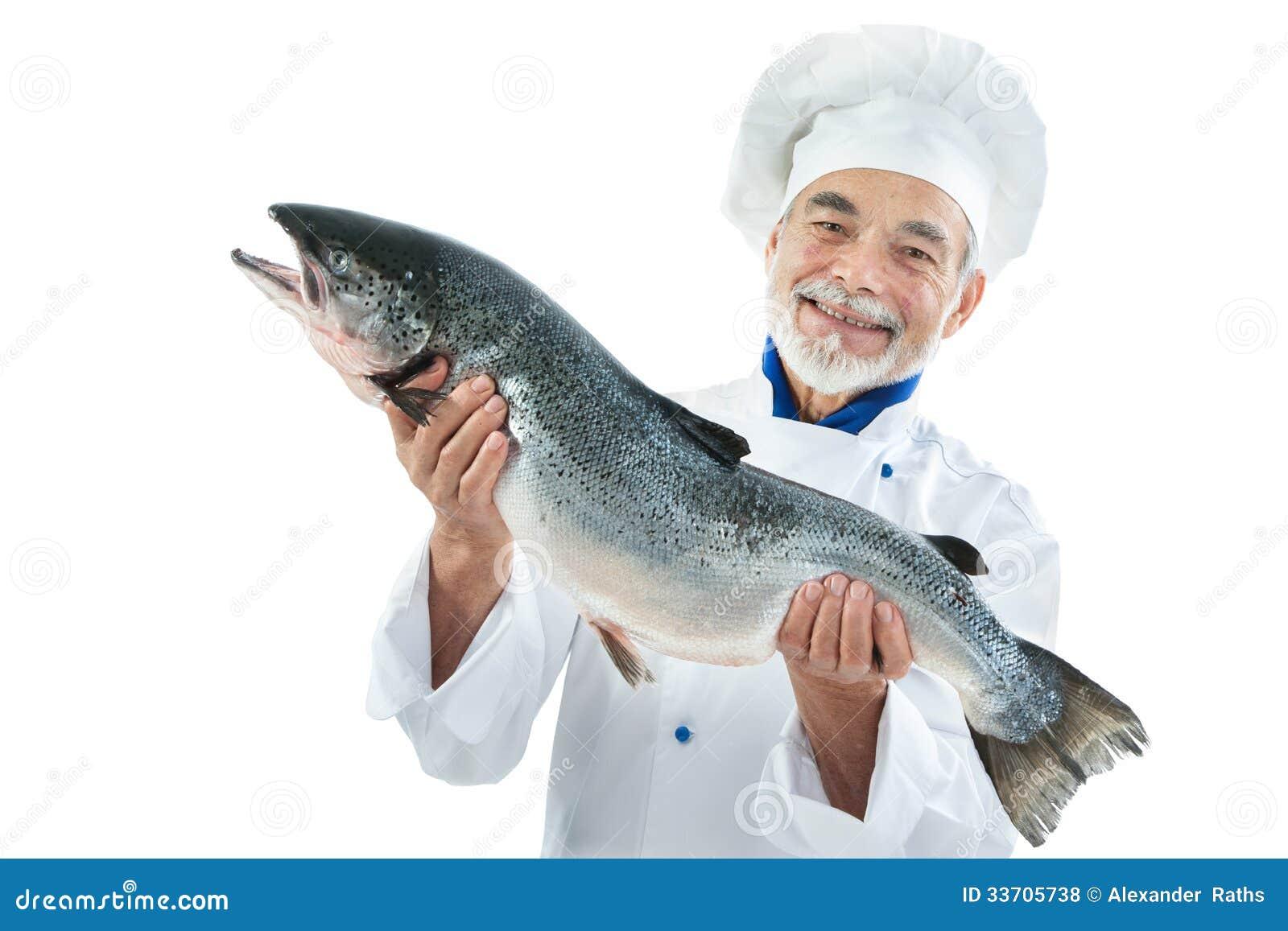 Cocinero con un pescado grande