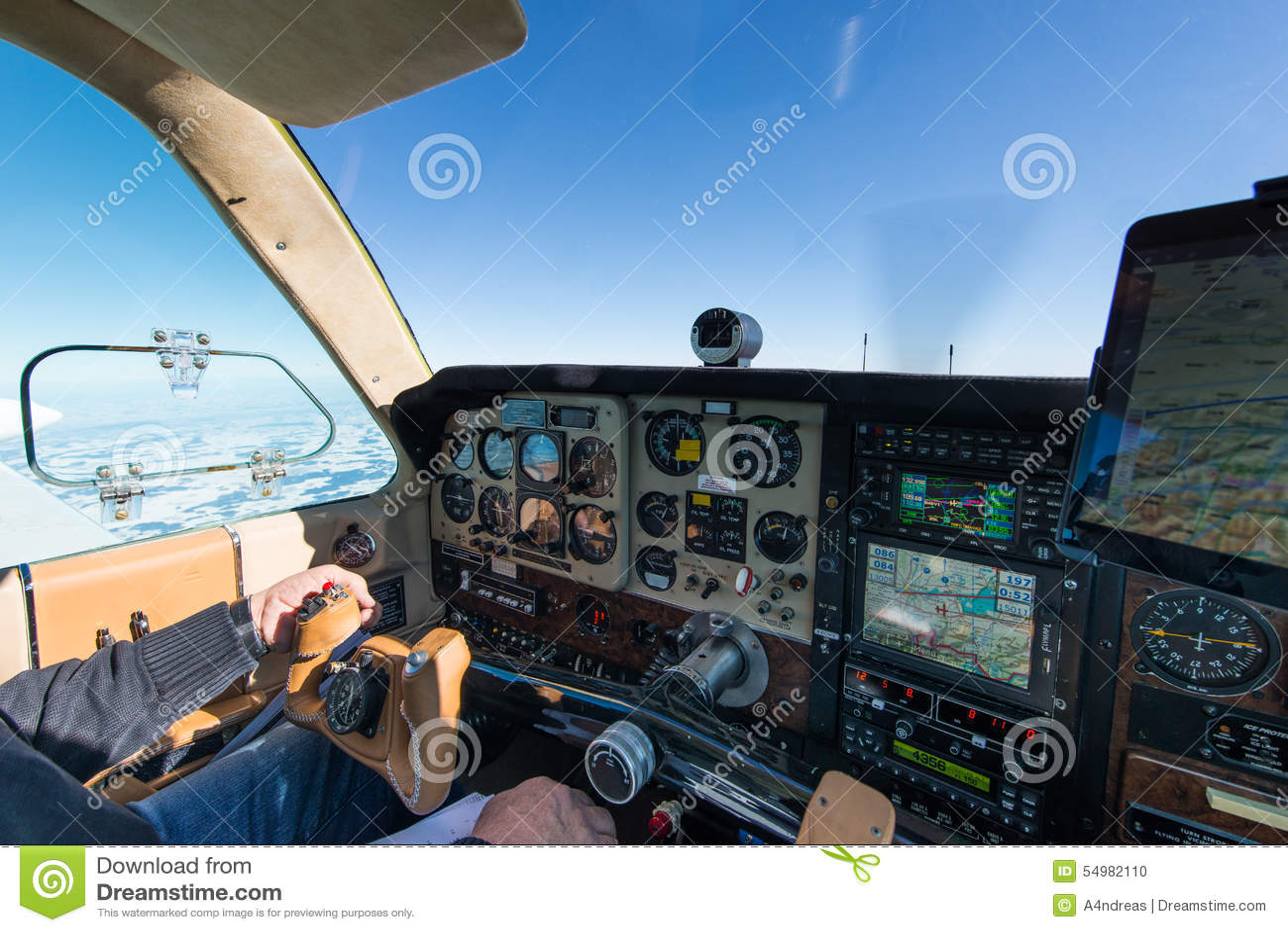 Cockpit av det gamla propellerflygplanet