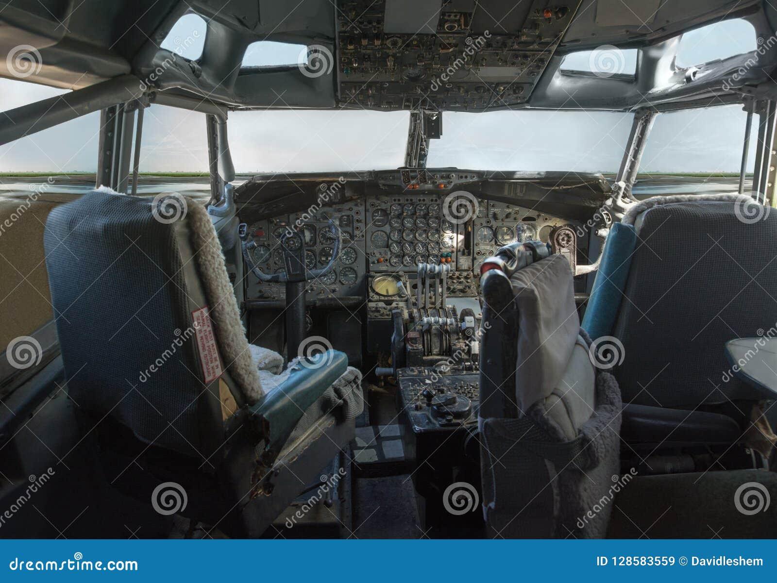 Cockpit av en jumbo 747 - stråle