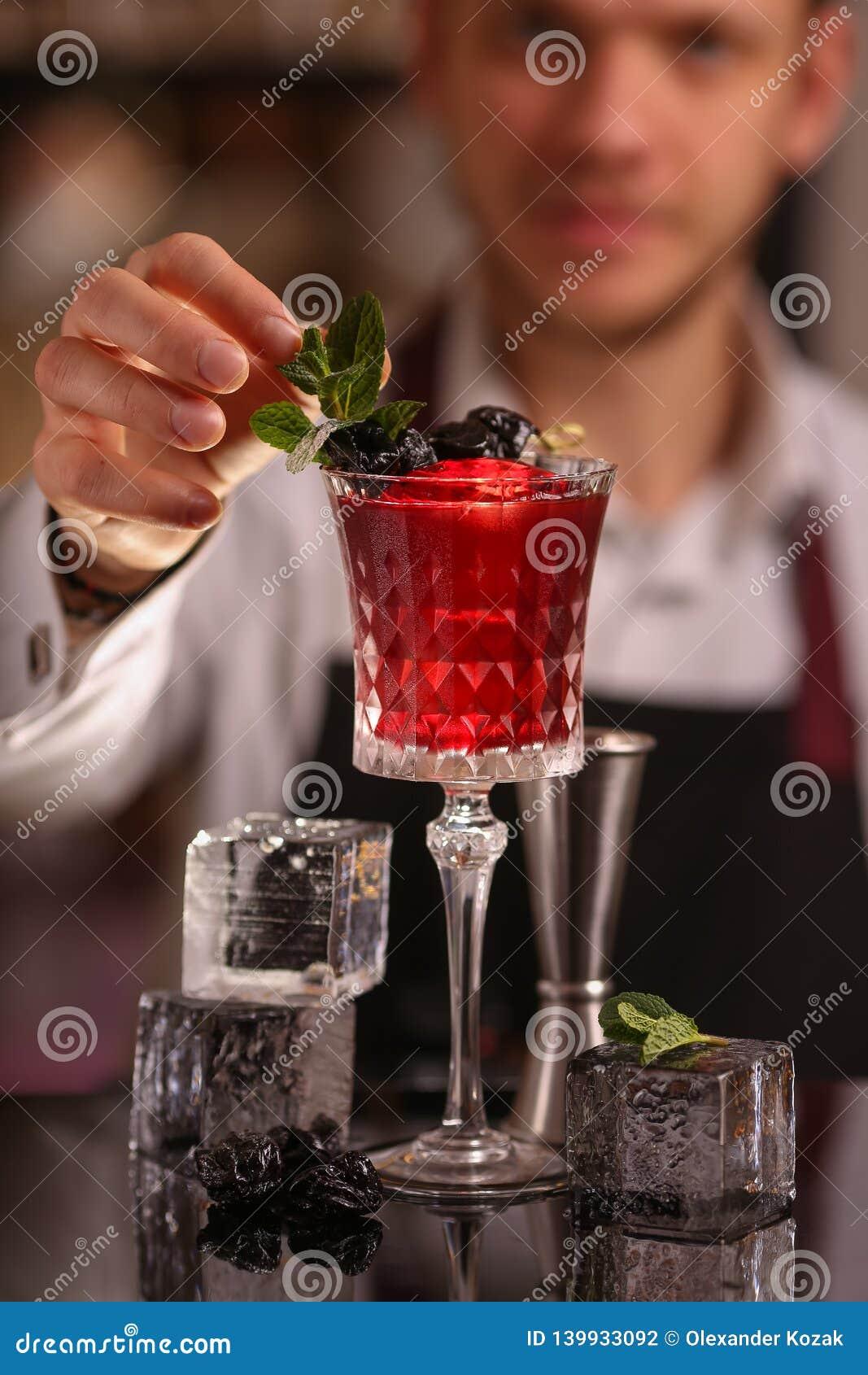 Cocktail alcoolique frais rouge Cocktail démodé