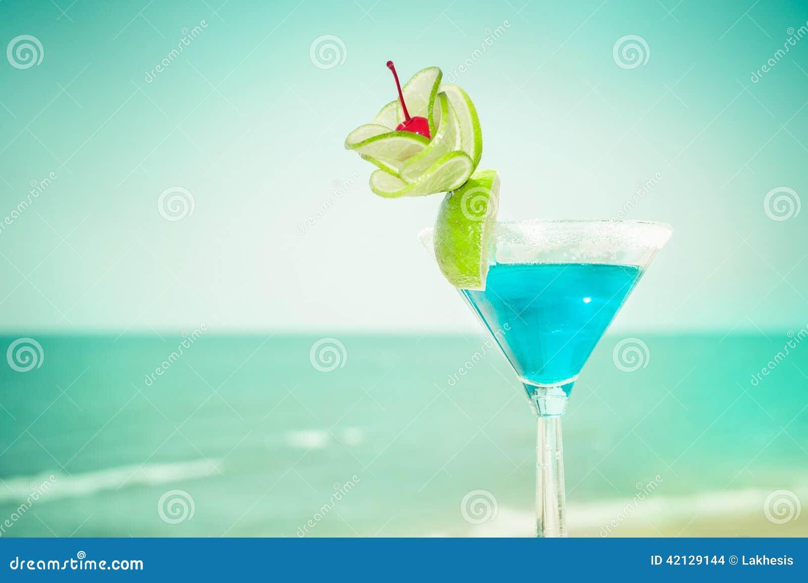 Cocktail Blu Della Margarita Con La Decorazione Della