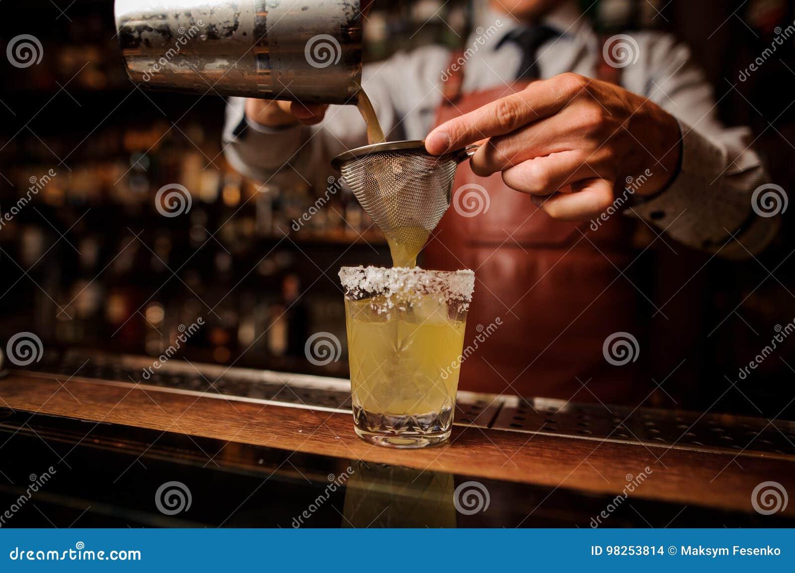Cocktail délicieux basé sur la tequila avec le lard et le sel