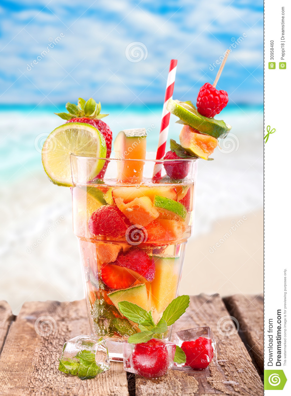 Cocktail de fruit frais la plage photo stock image for Cocktail de fruit