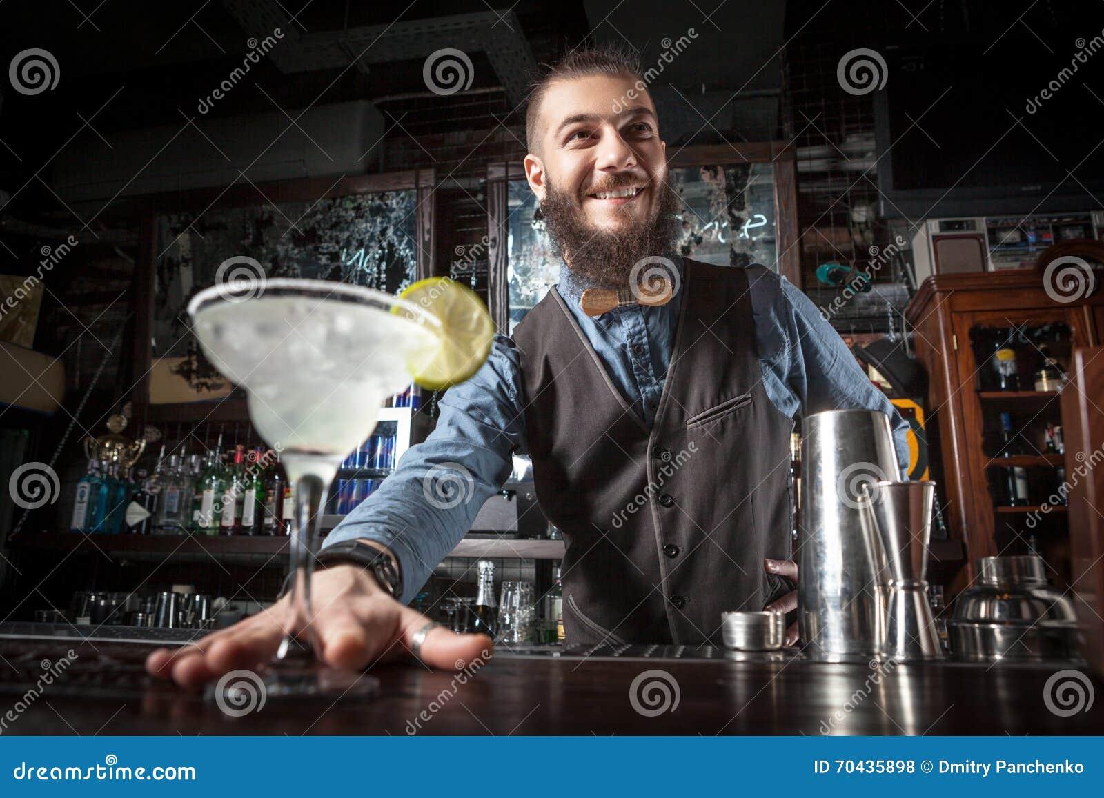 Cocktail de portion de barman