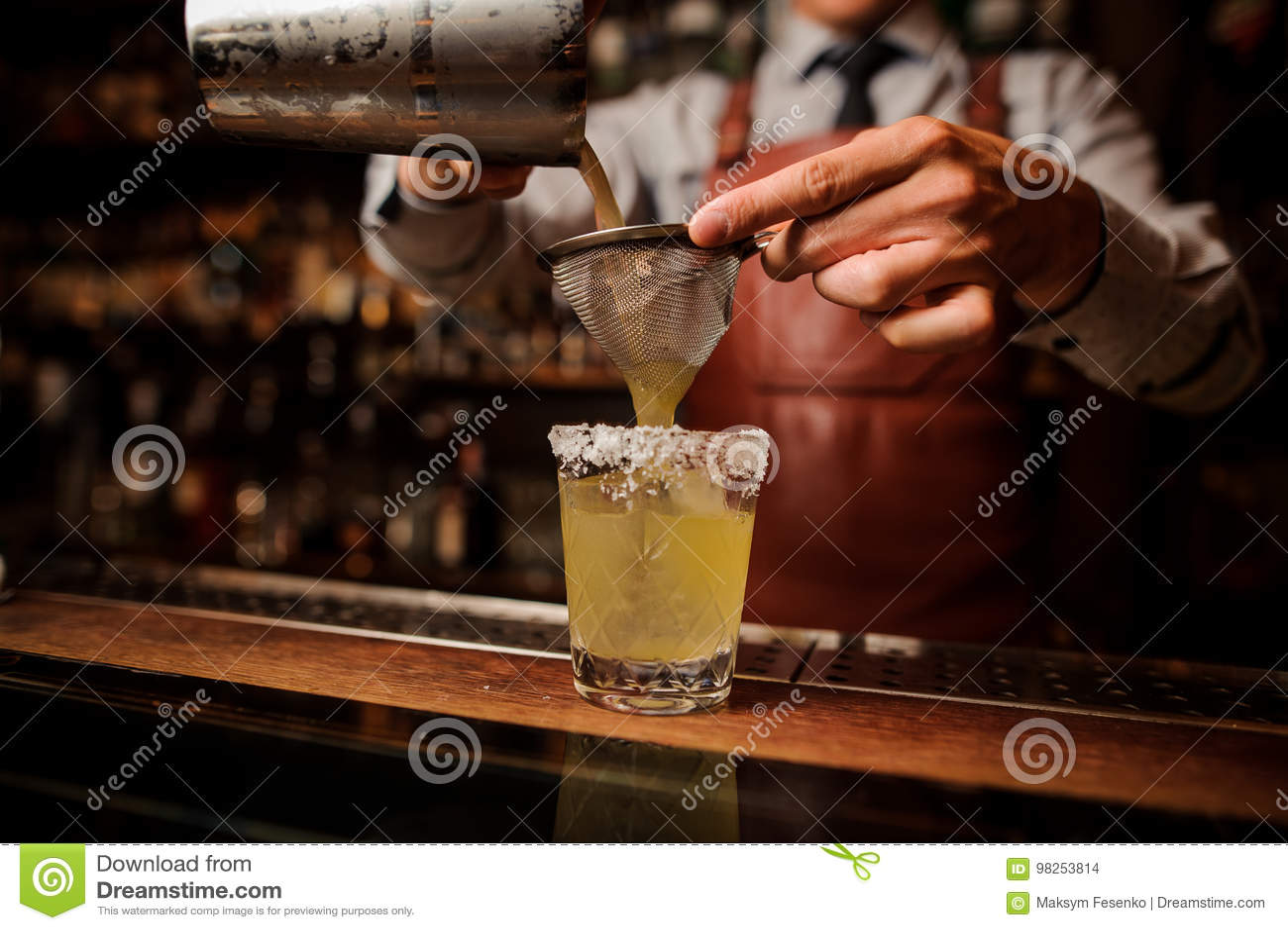 Cocktail delizioso basato sulla tequila con bacon e sale