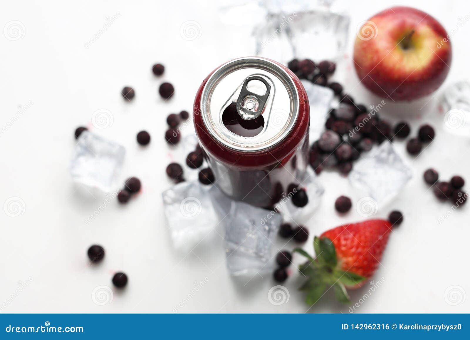 Cocktail der Schwarzen Johannisbeere, erneuernde gesunde Saftdiät Kaltes Getränk