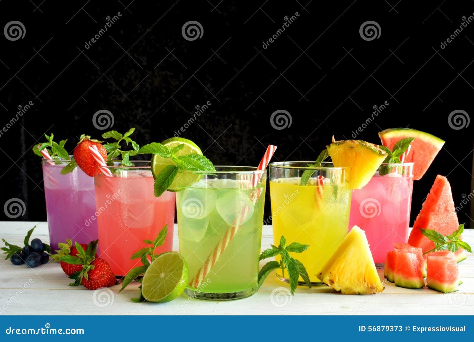 Cocktail di Mojito di parecchi sapori tropicali