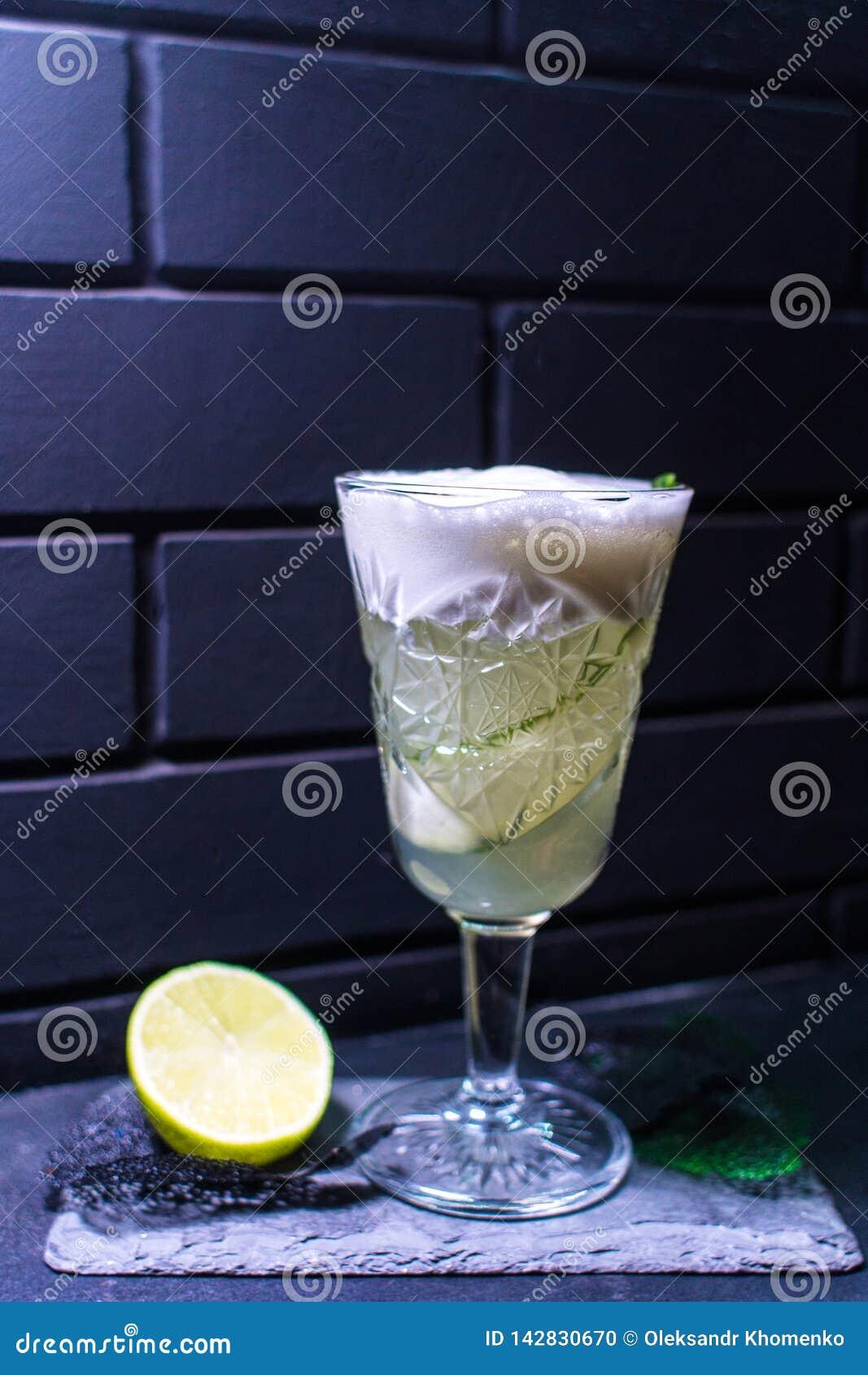 Cocktail gegen die schwarze Backsteinmauer