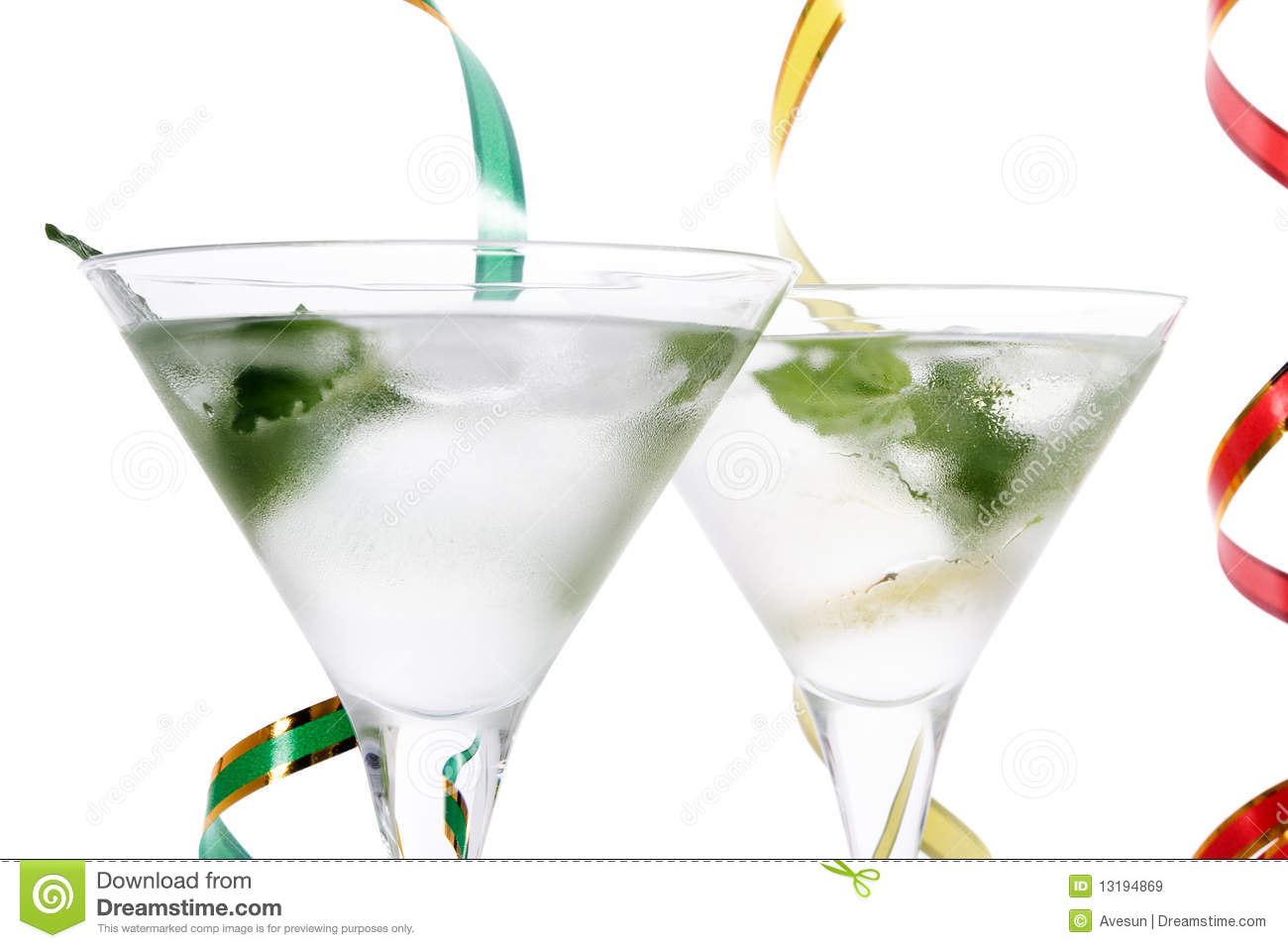 drinks with mint leaves