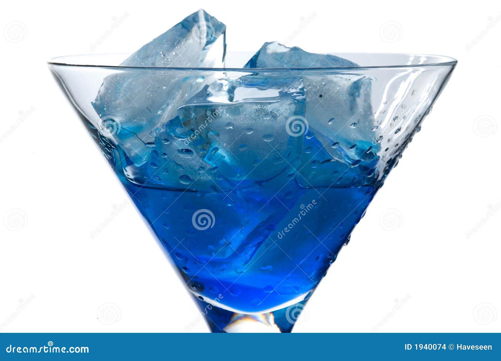 Cocktail mit blauem Curaçao
