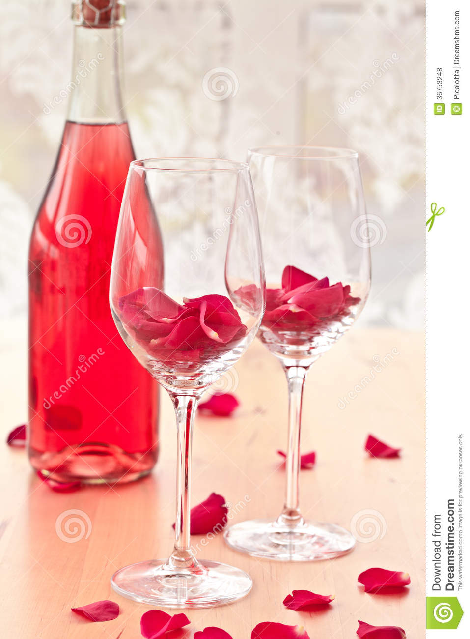 Cocktail with rose petals royalty free stock photos for Cocktail rose