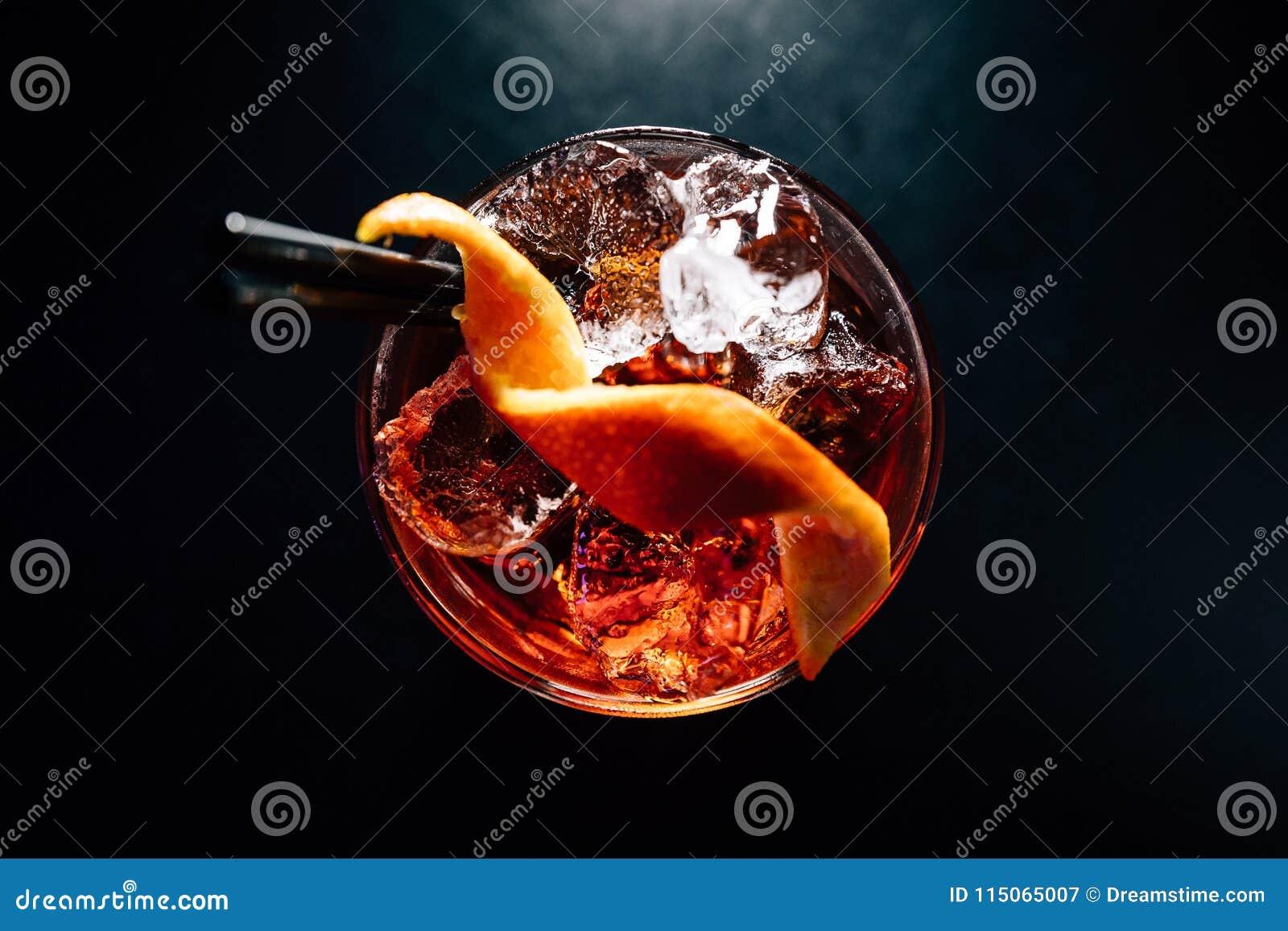 Cocktail sur un fond noir