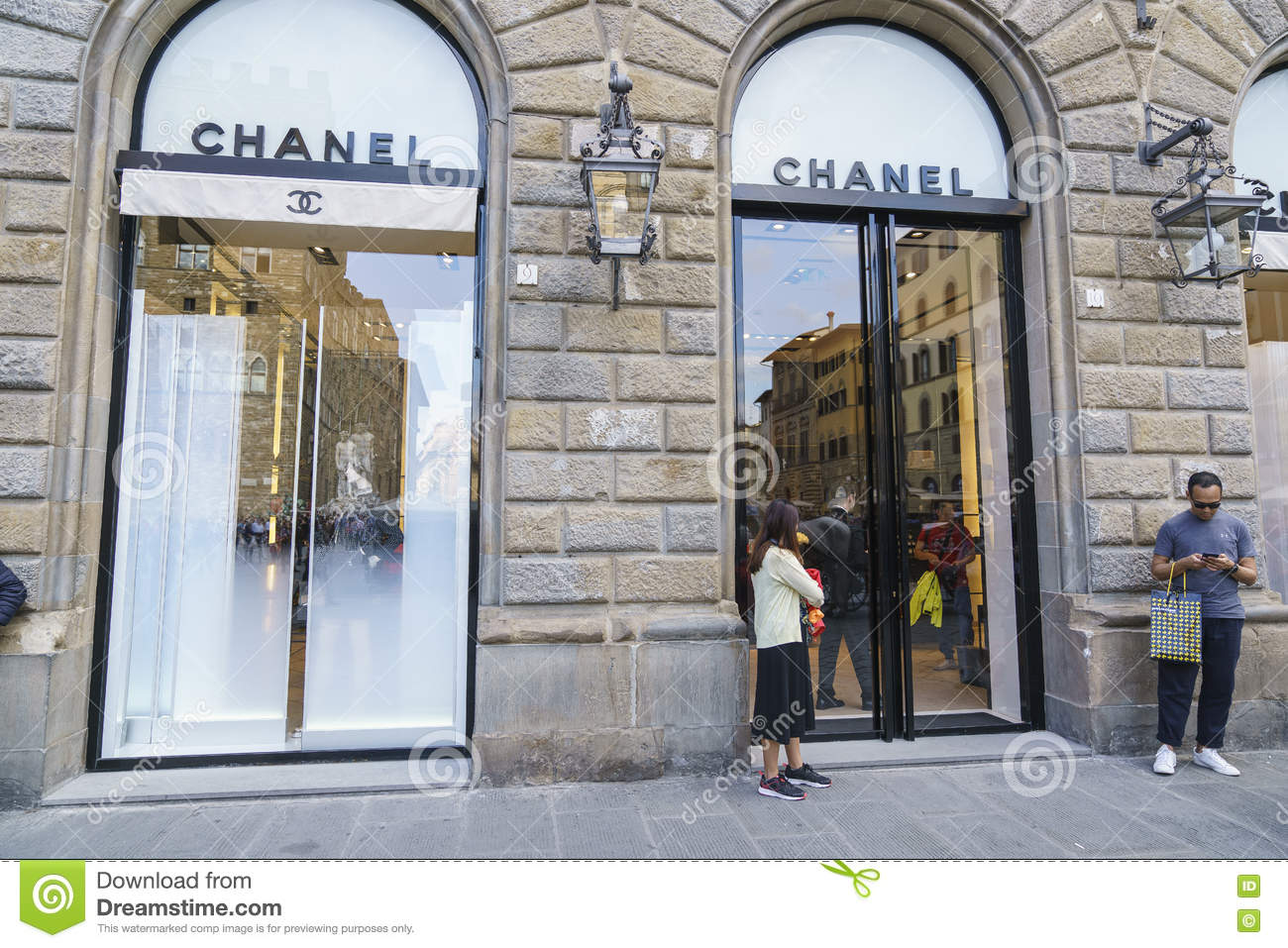 Coco chanel fashion store in florence italy editorial for Dream store firenze