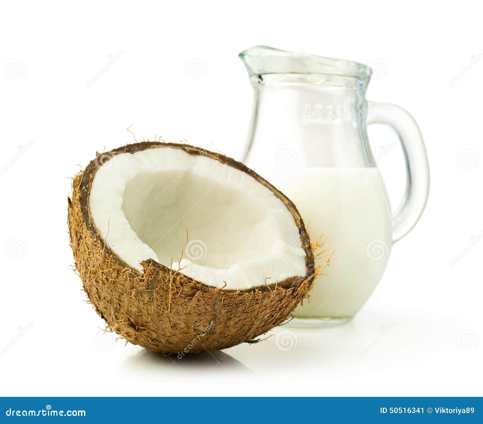 Coco e leite de coco em um frasco de vidro