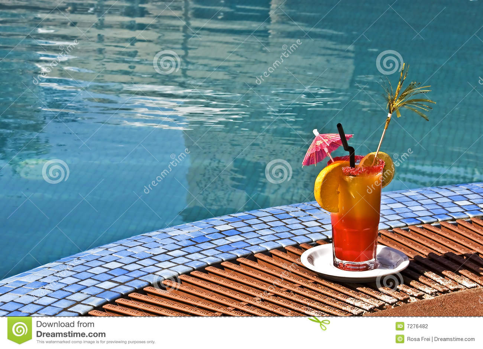Coctel en la piscina