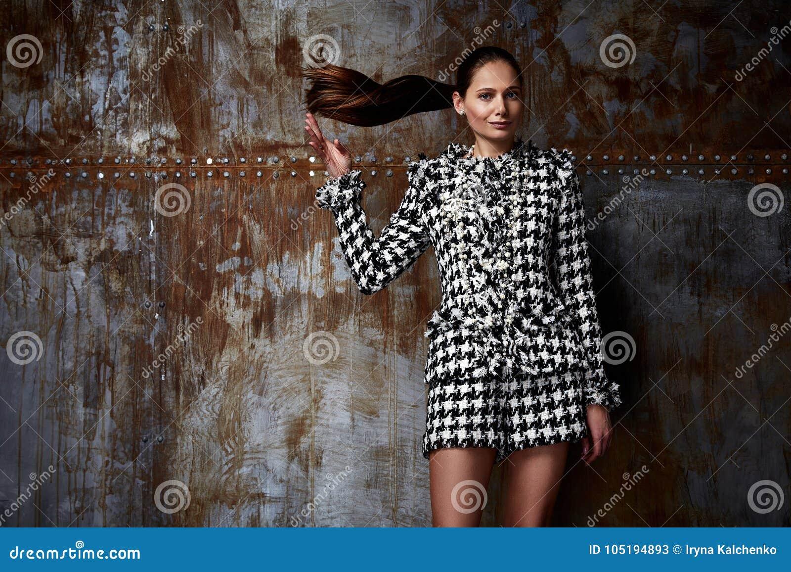 Code vestimentaire blanc de noir de bureau d usage de cheveux de