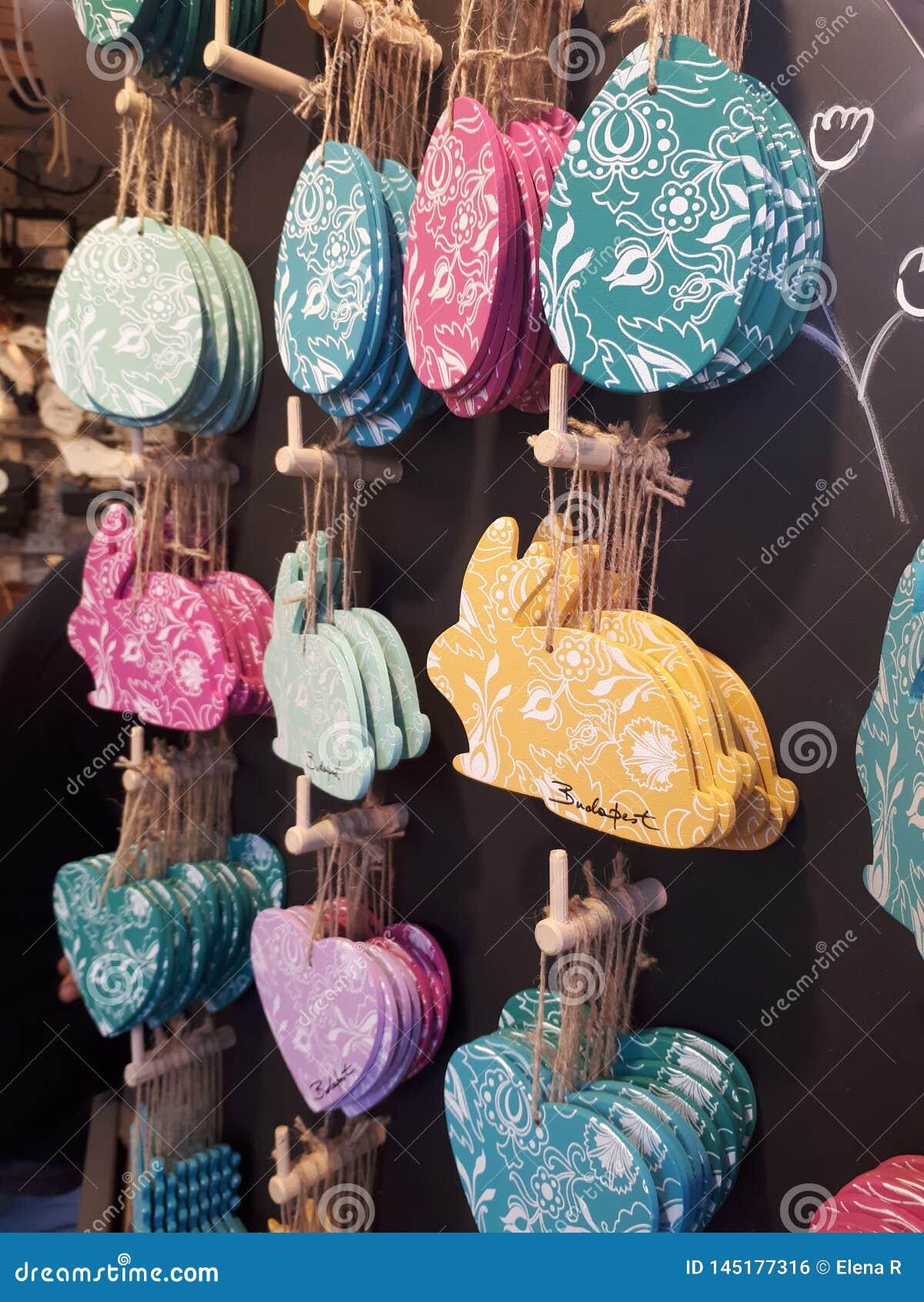 Coelhinhos da P?scoa, ovos e cora??es coloridos do teste padr?o Decora??o da P?scoa