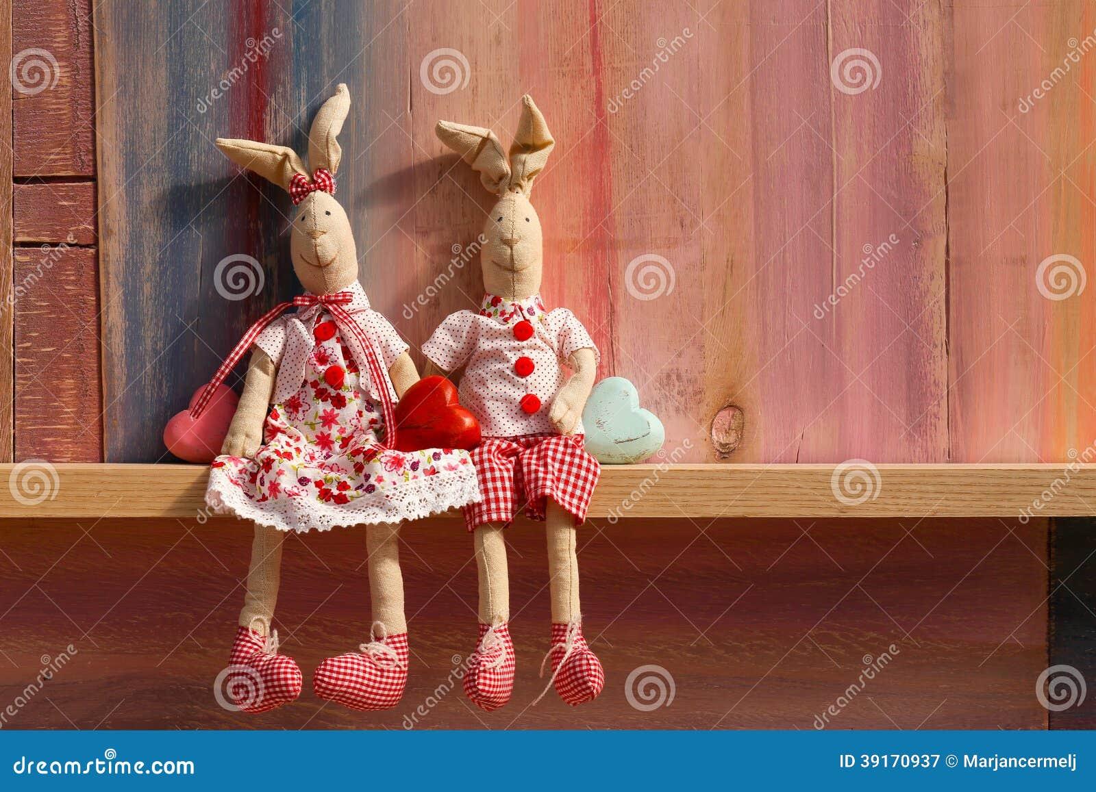 Coelhos no dia de Valentim do convite do casamento do amor