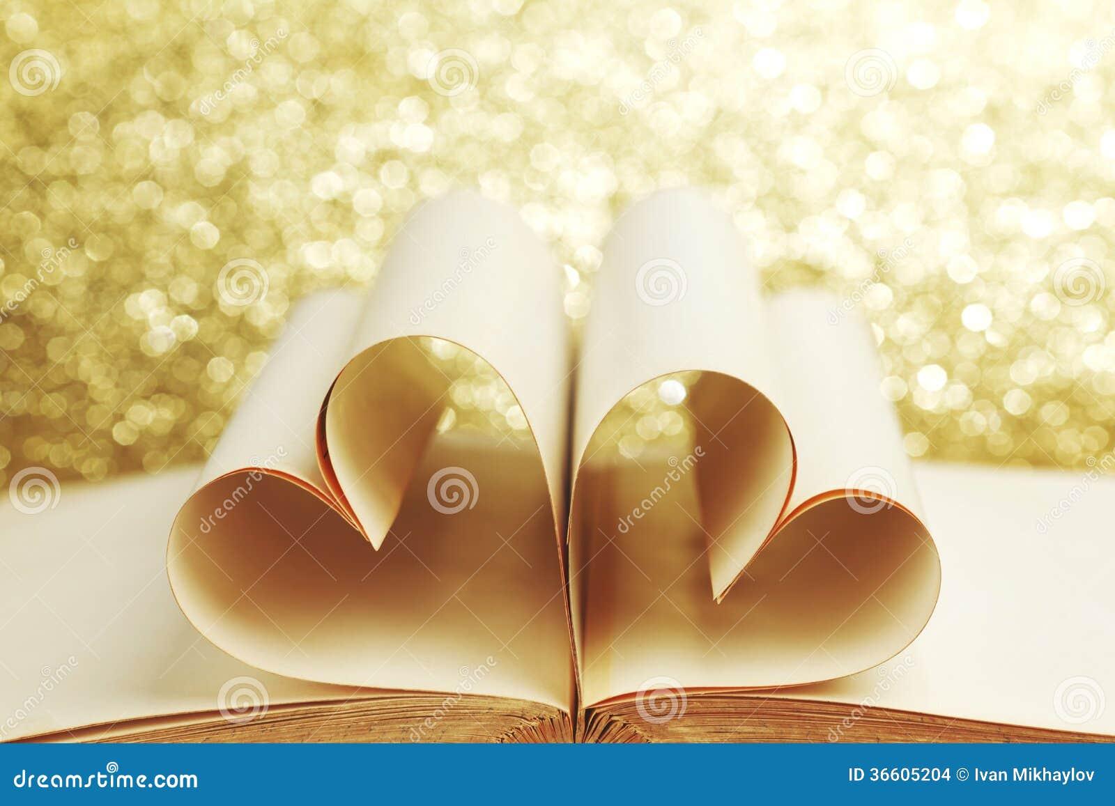 Coeur l 39 int rieur d 39 un livre images stock image 36605204 - Photo d un coeur ...