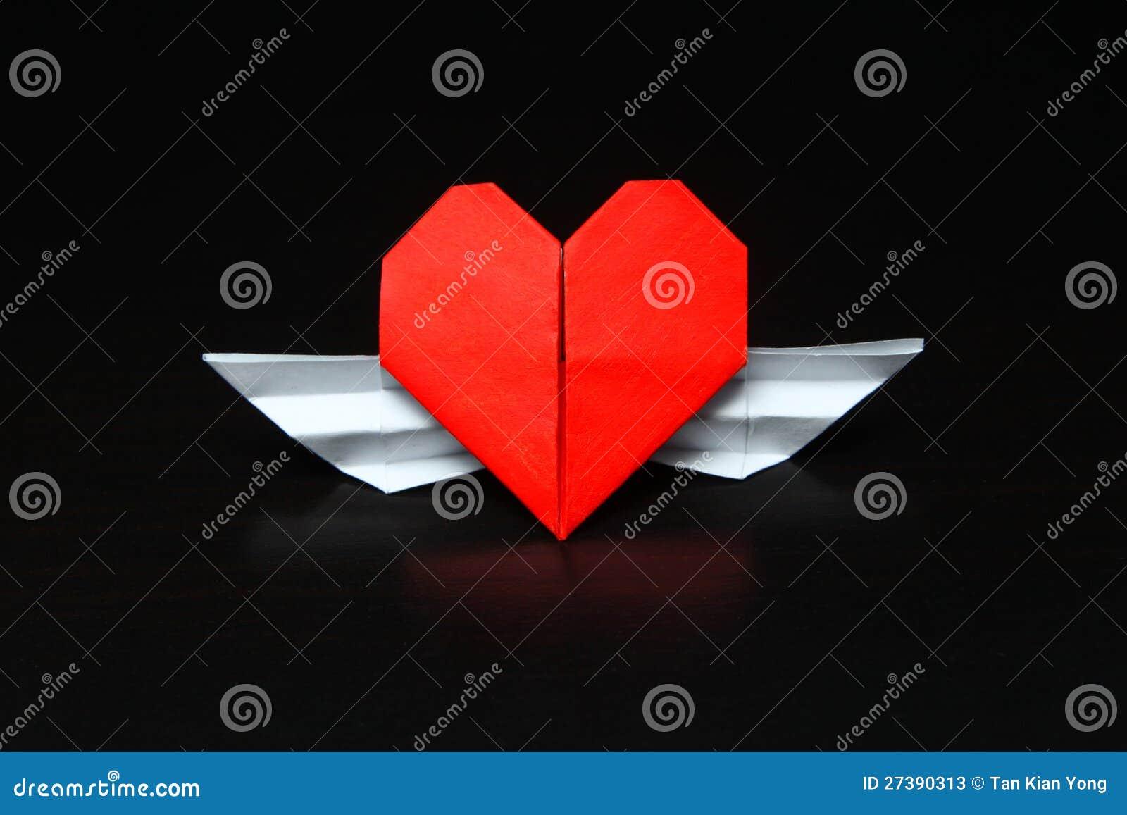 coeur avec des ailes rapport interurbain photos stock image 27390313. Black Bedroom Furniture Sets. Home Design Ideas