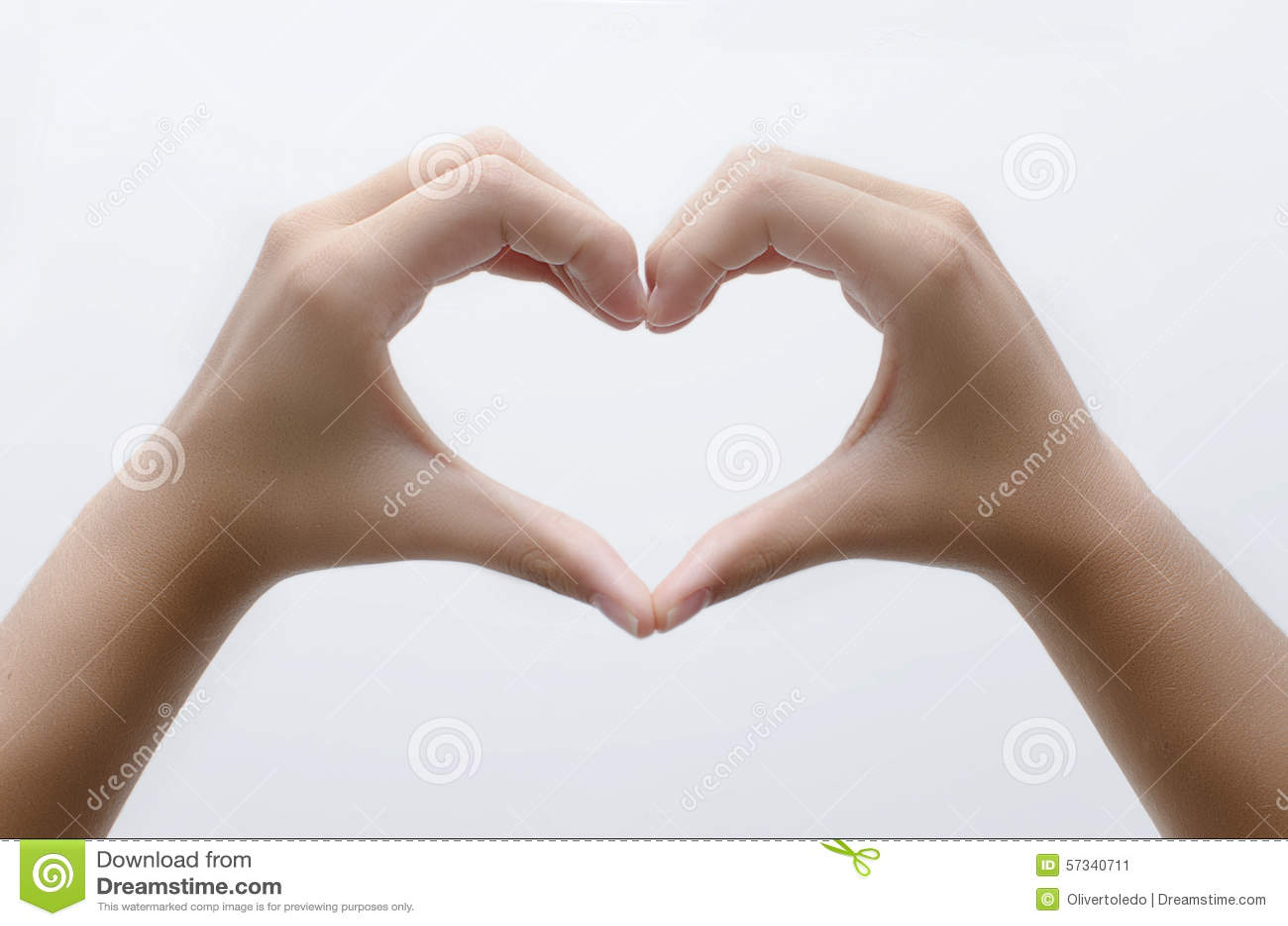Coeur avec des mains