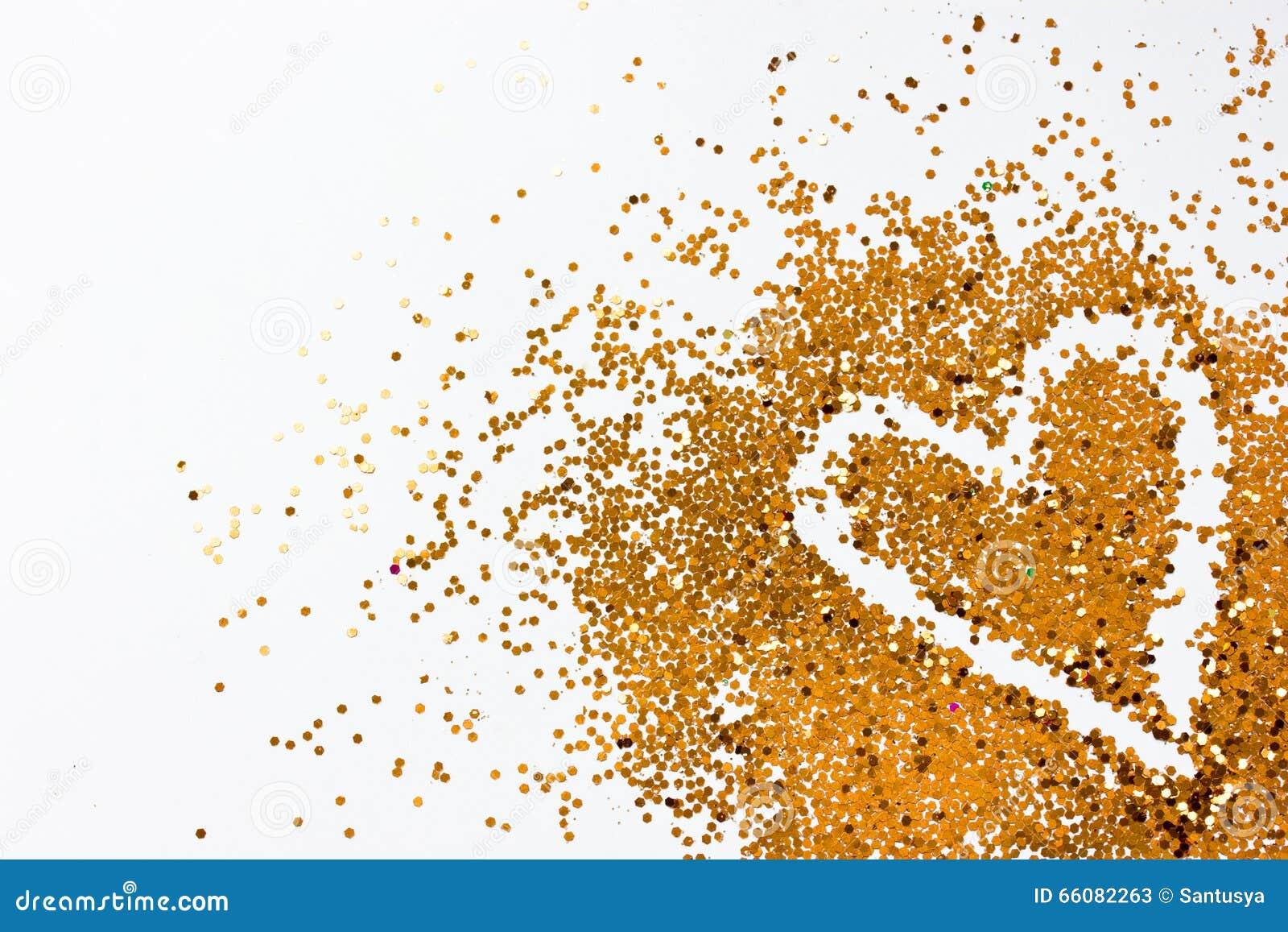 Coeur d or de scintillement sur le fond blanc