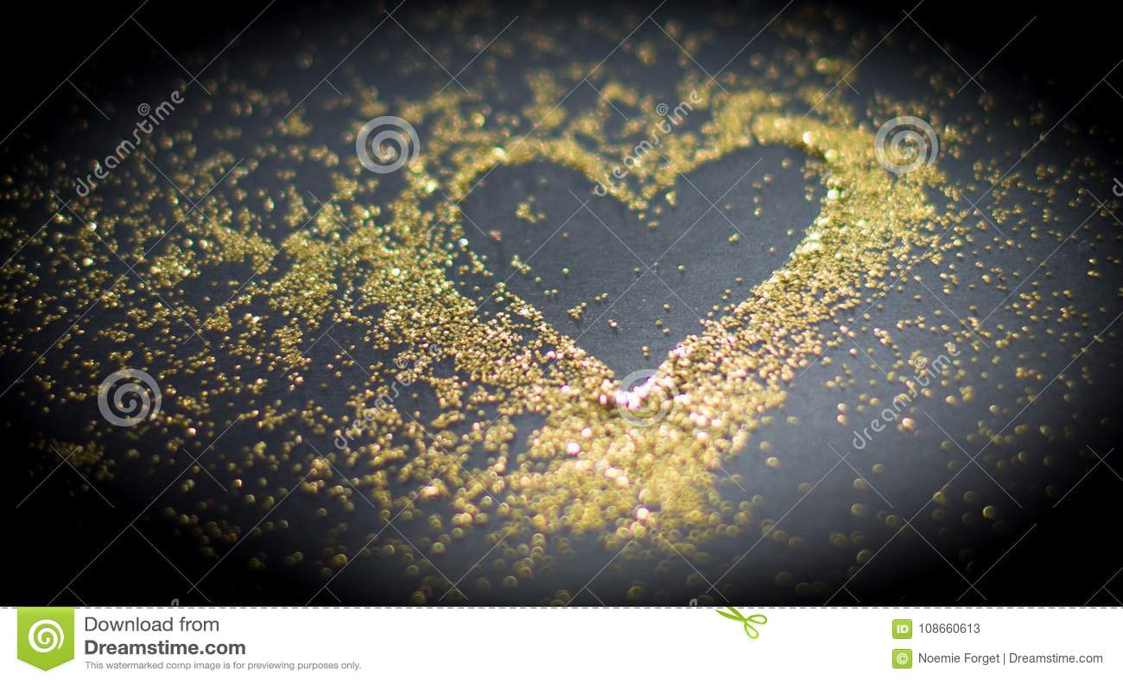 Coeur dans la poudre d or
