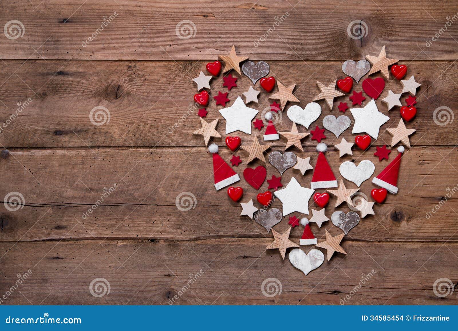 Coeur de no l sur un fond en bois d coration en rouge et for Comdecoration de noel rouge et blanc