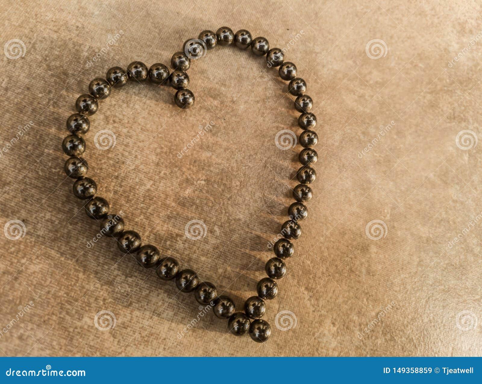 Coeur de symbole d amour dans des roulements ? billes magn?tiques